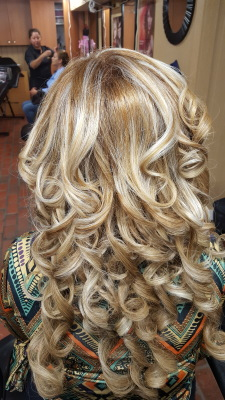 Peinado con extensiones\Updo with extensions By Doris Beauty Salon